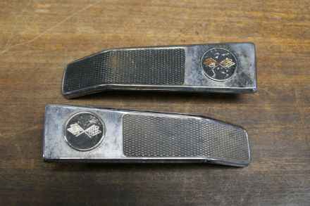 Inside Door Handles (W/Emblems),Pair,GM 3952693/3952694,Used